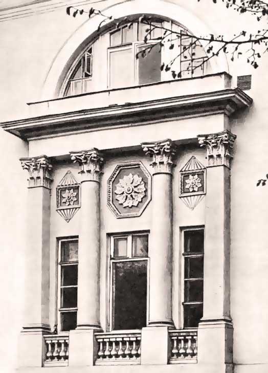 4-я Градская больница (бывшая Павловская).  Фрагмент ризалита западного фасада после реставрации В 30-х годах XIX...